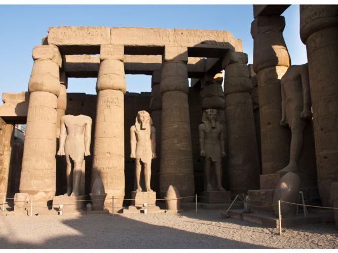 Egyptian statues wallpaper