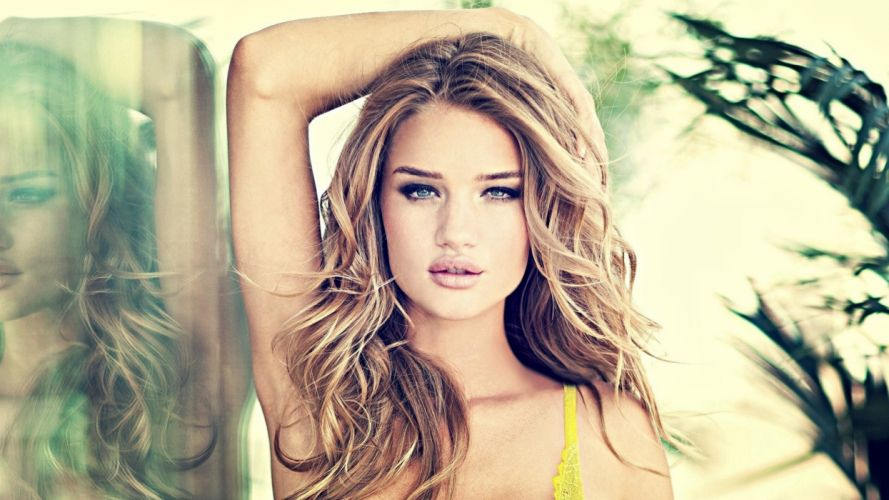 Blondes women with blue eyes wallpaper