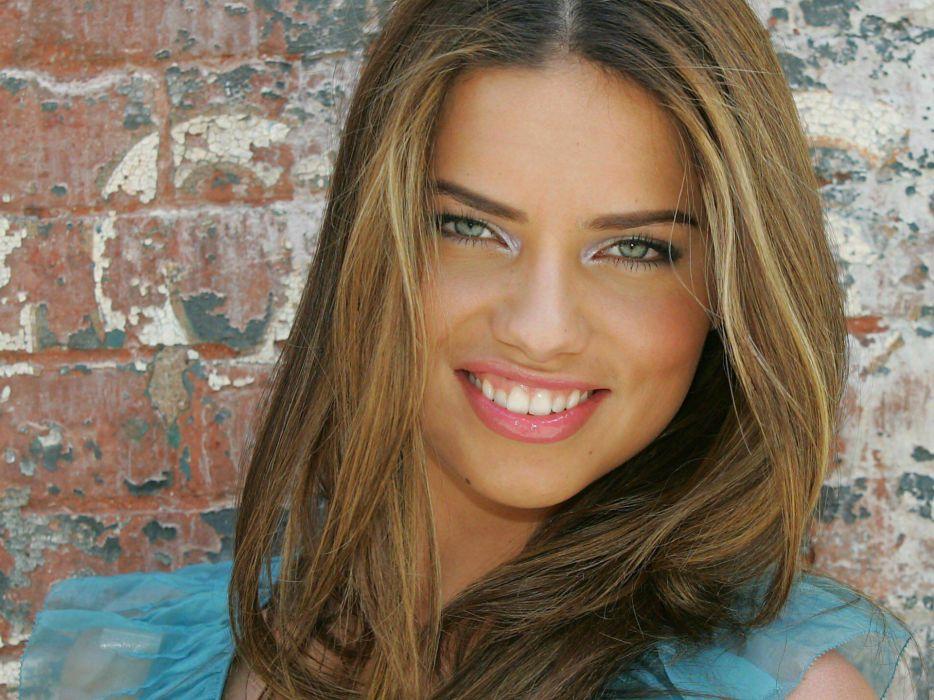 Adriana lima smile wallpaper