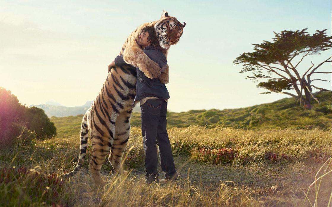 Tiger hug kevin richardson wallpaper