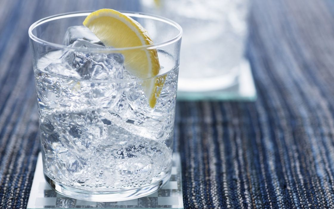 Cocktail gin and tonic wallpaper