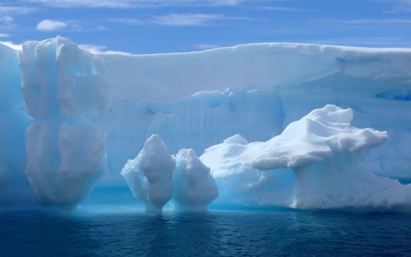 Glacial water wallpaper