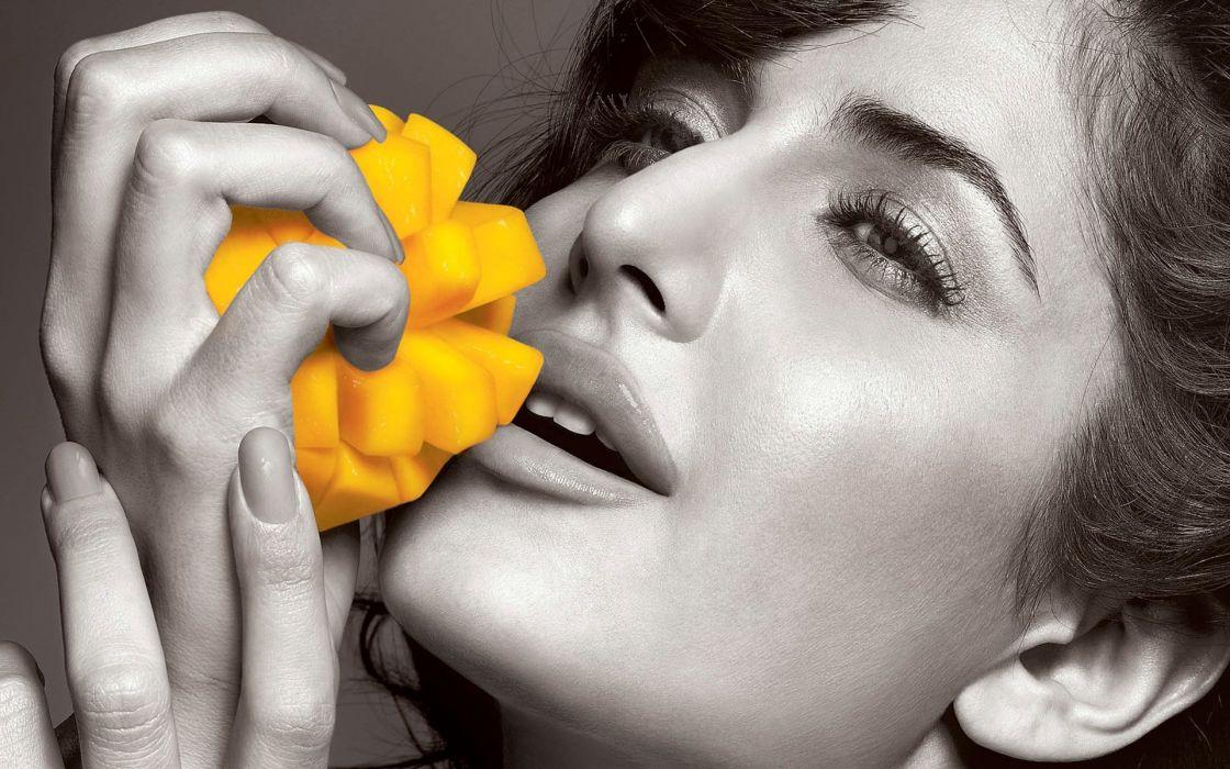 Katrina kaif having mango wallpaper