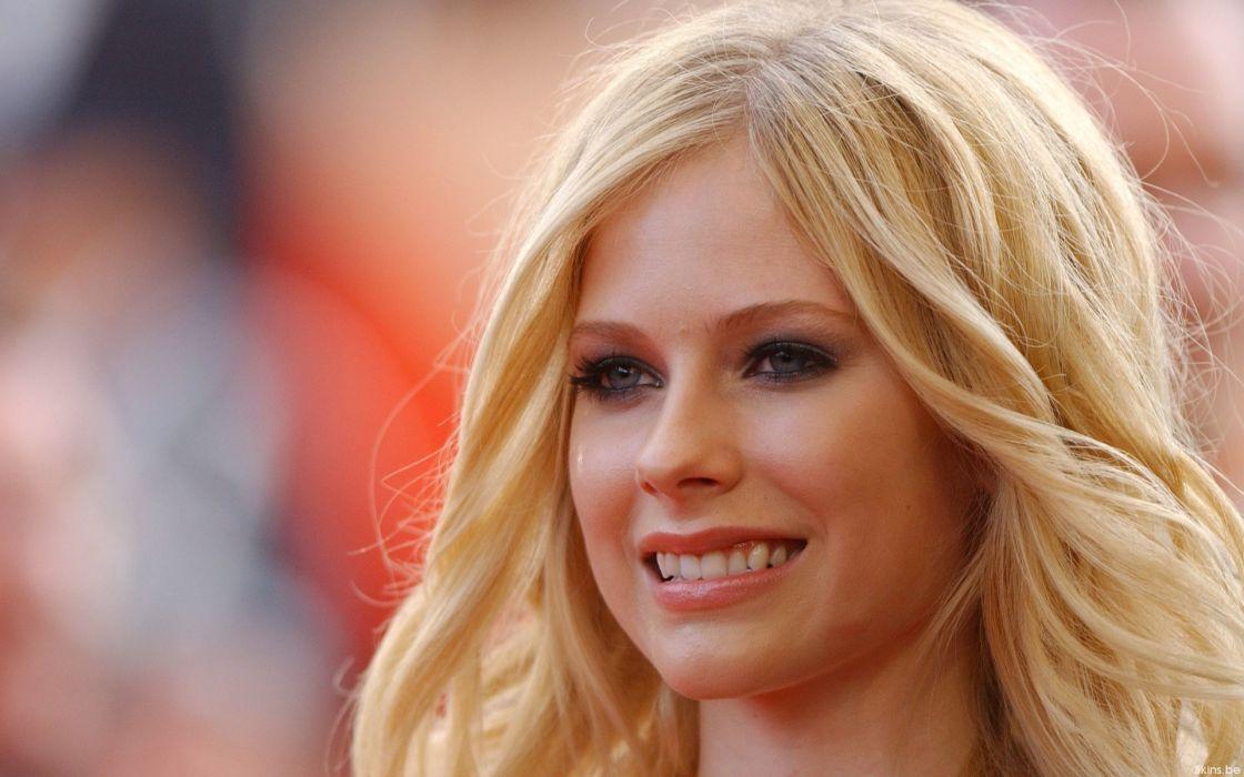 Avril lavigne nice face wallpaper