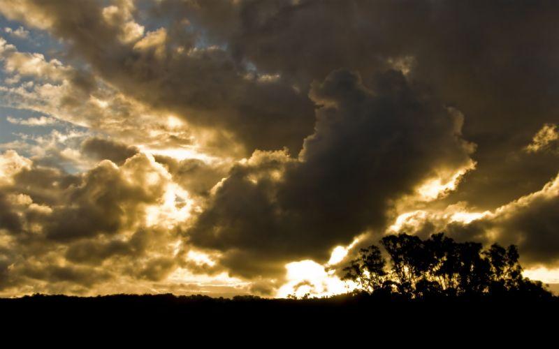 Stormy skies wallpaper