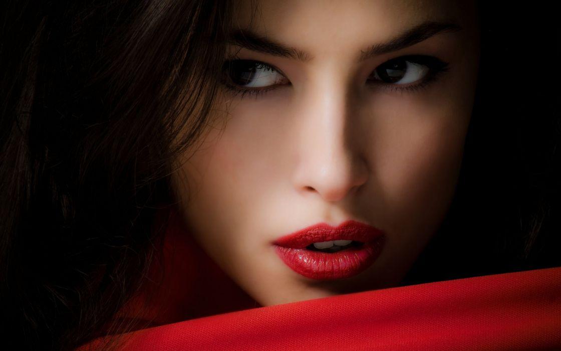 Beautiful girl red lips wallpaper