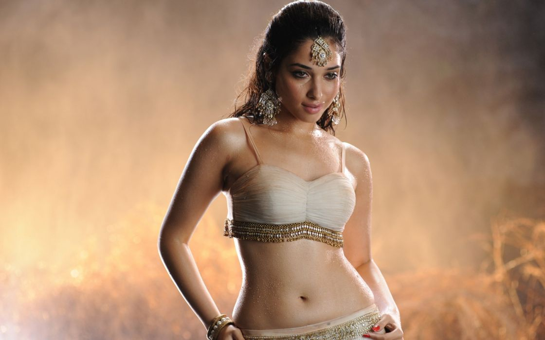 Tamanna in badrinath movie wallpaper