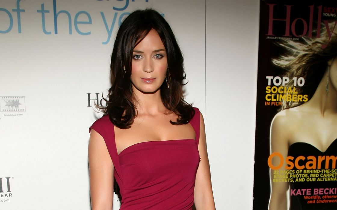 Emily blunt red dress wallpaper