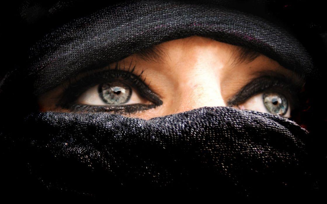 Women in burkas wallpaper