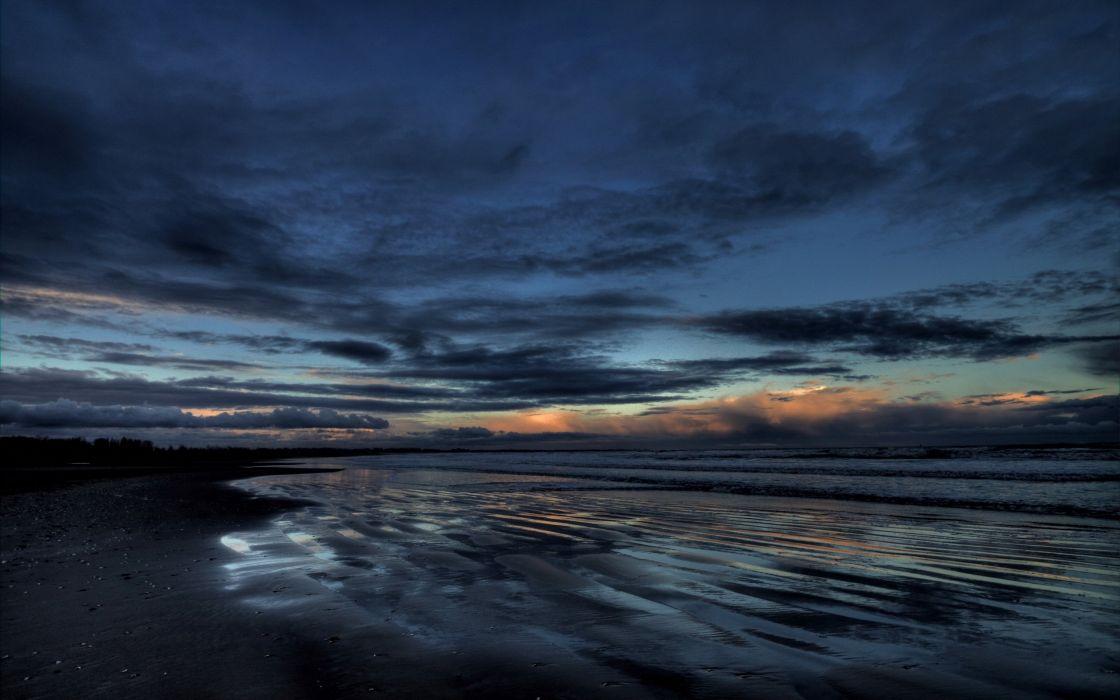 Dark sky and sea wallpaper
