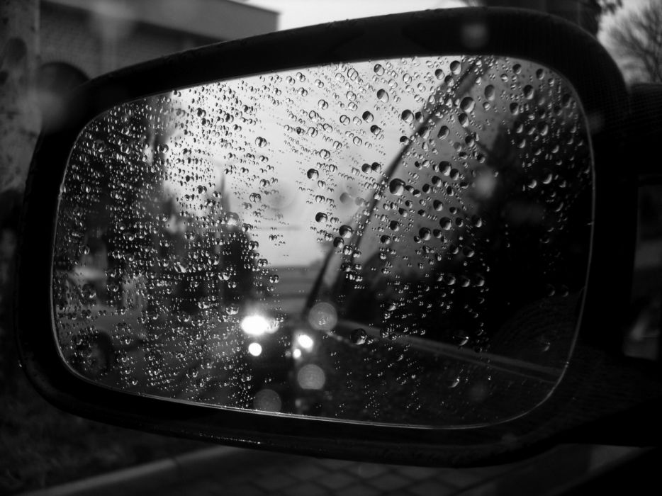 Water Drops On The Side Mirror Wallpaper 1920x1440 7539