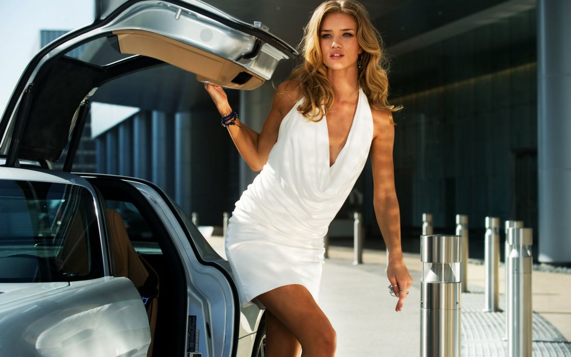 Rosie huntington whiteley in transformers 3 wallpaper