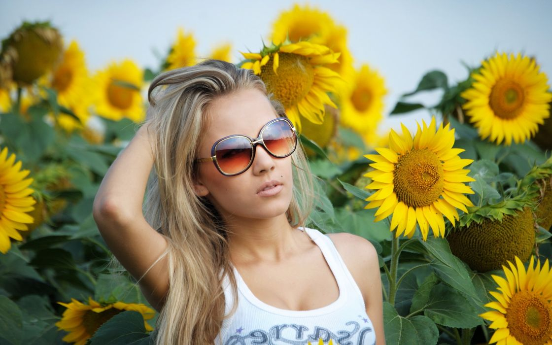 Blondes women flowers models sunglasses sunflowers girls with glasses wallpaper
