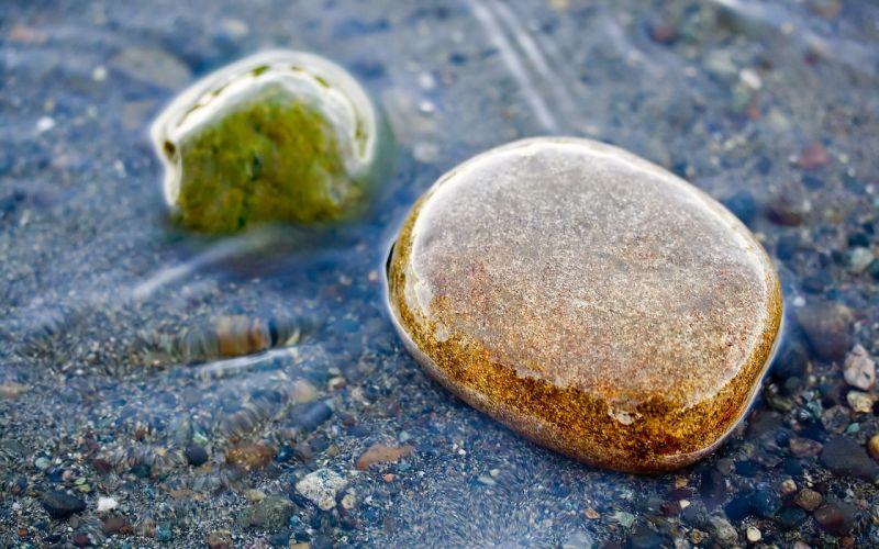 Water close-up rock streams macro wallpaper