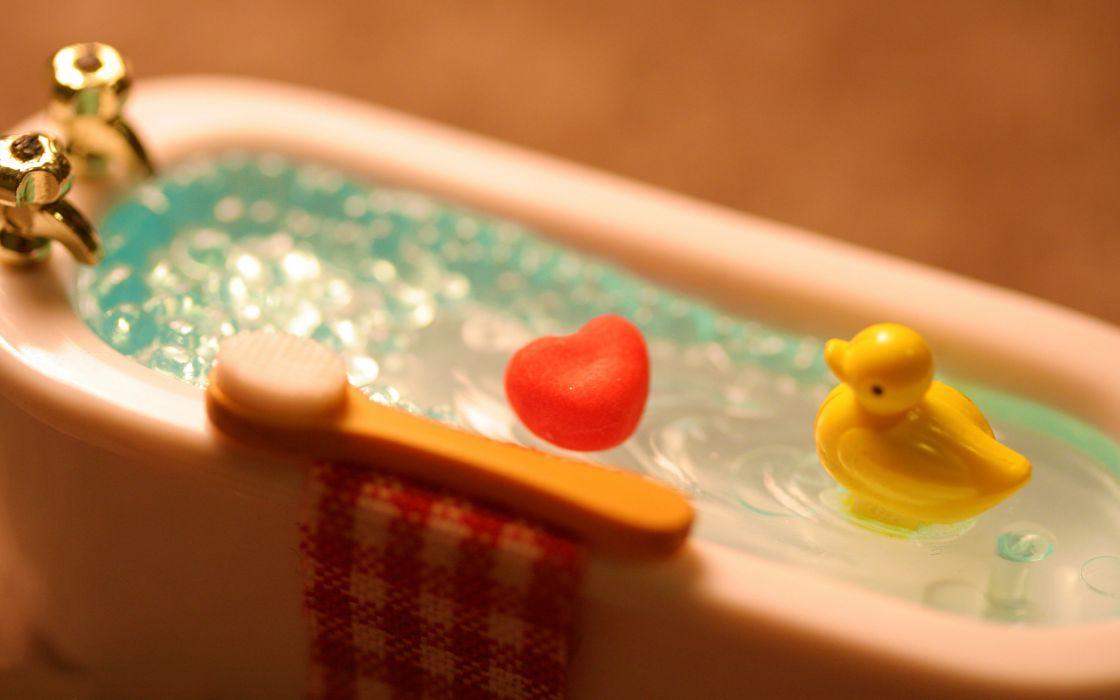 Bathroom bathtubs brush rubber ducks wallpaper