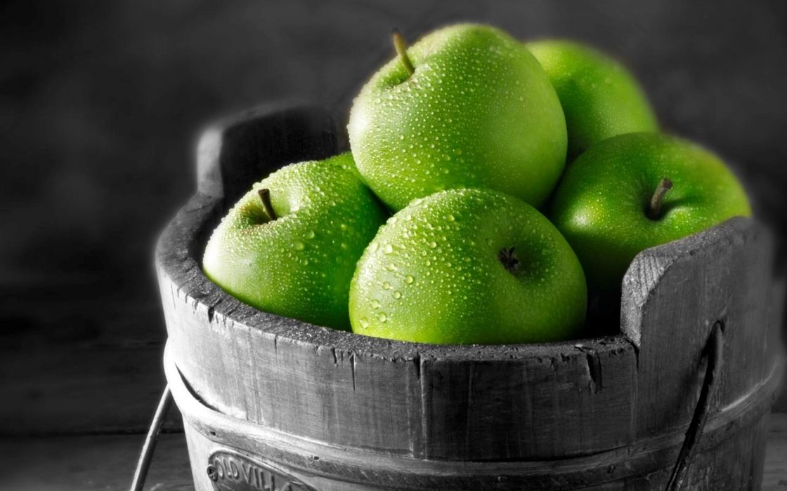 Green fruits green apples selective coloring apples wallpaper