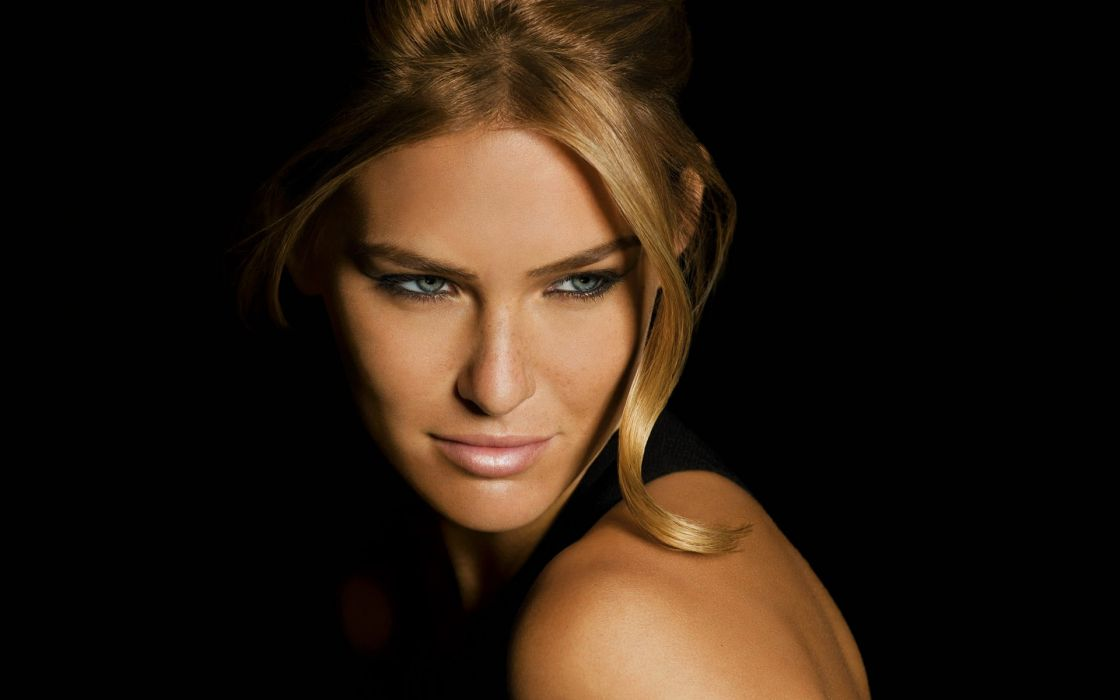 Blondes women closeup models celebrity freckles green eyes bar refaeli black background wallpaper