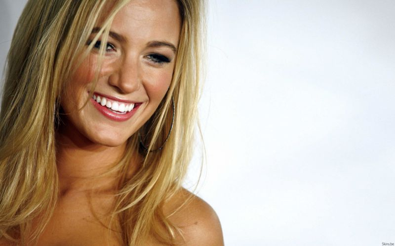 Blondes women blake lively smiling faces white background wallpaper