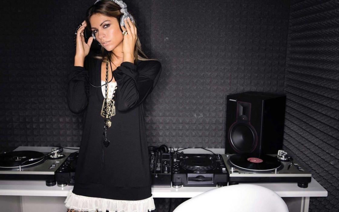 Women headphones girl italian alessia ventura dj  wallpaper