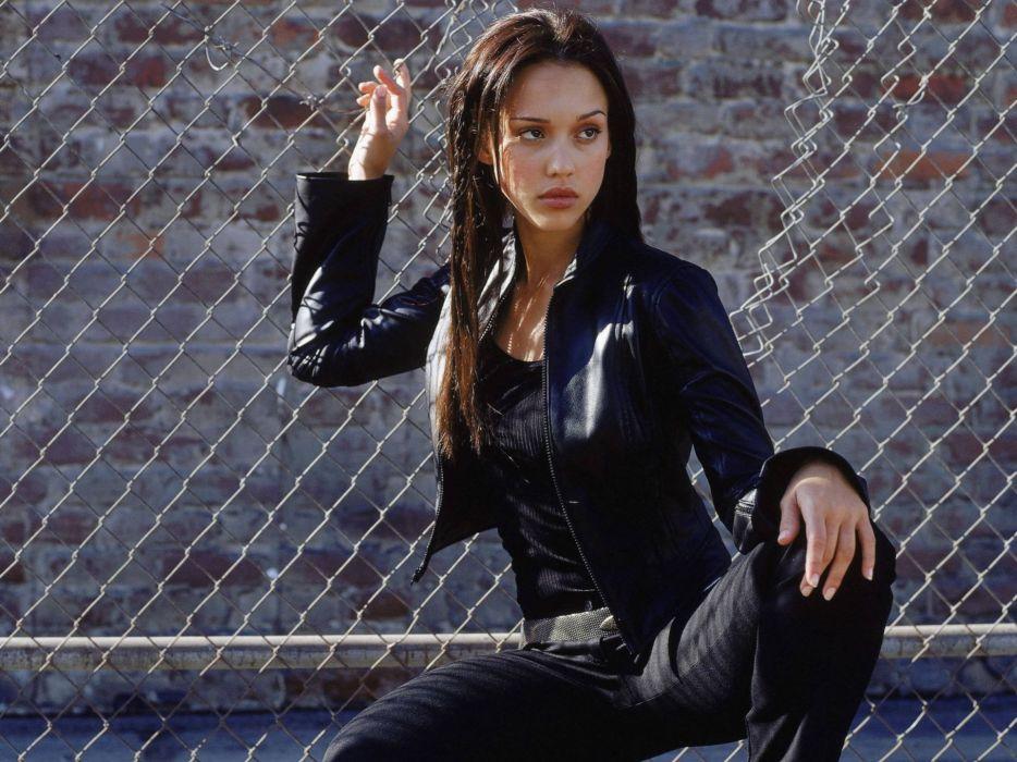 Women jessica alba actress dark angel chain link fence wallpaper