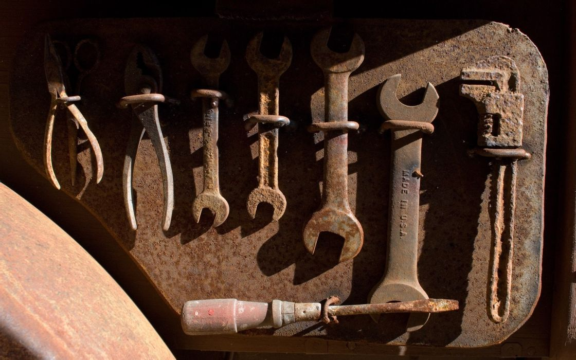 Tools rusted objects wallpaper