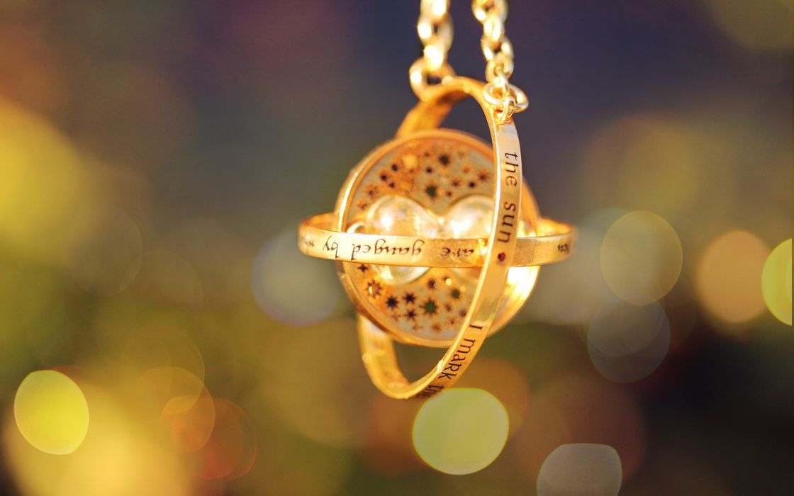 Gold harry potter bokeh time travel pendant medalion wallpaper