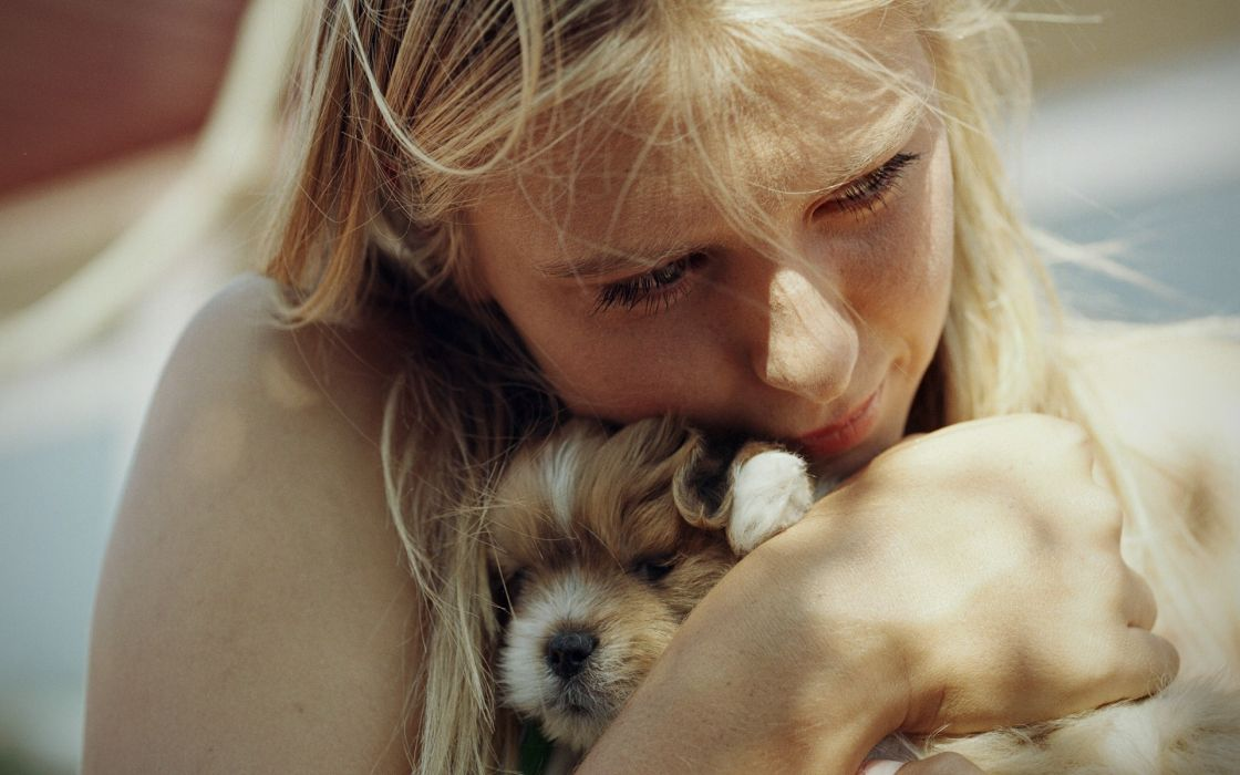 Blondes women animals dogs puppies maria sharapova tennis cuddling portraits wallpaper