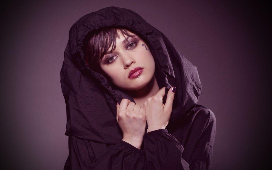 Up actress purple hitman celebrity olga kurylenko pierced lips faces wallpaper