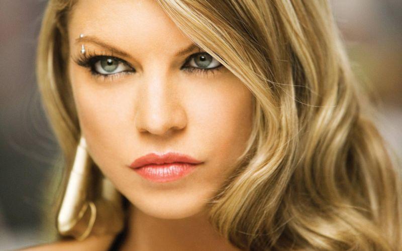 Blondes women lips fergie celebrity singers lipstick stacy ferguson faces red lips wallpaper