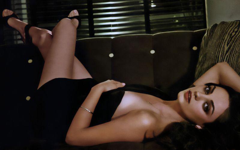 Women mila kunis couch actress celebrity wallpaper