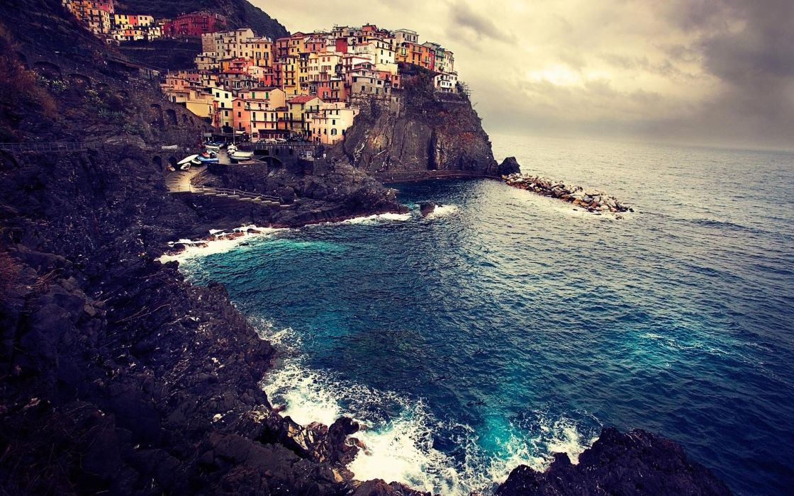 Cityscapes edge seascapes manarola wallpaper