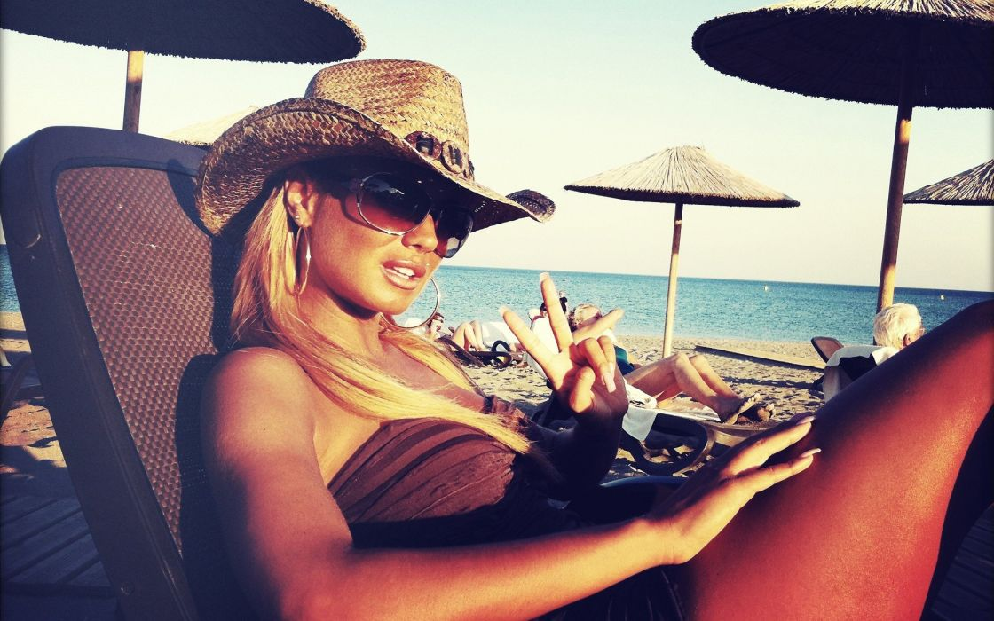 Women sunglasses hats v sign wallpaper