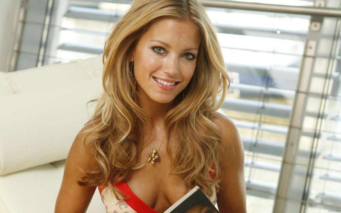 Blondes women cleavage silvie van der vaart wallpaper