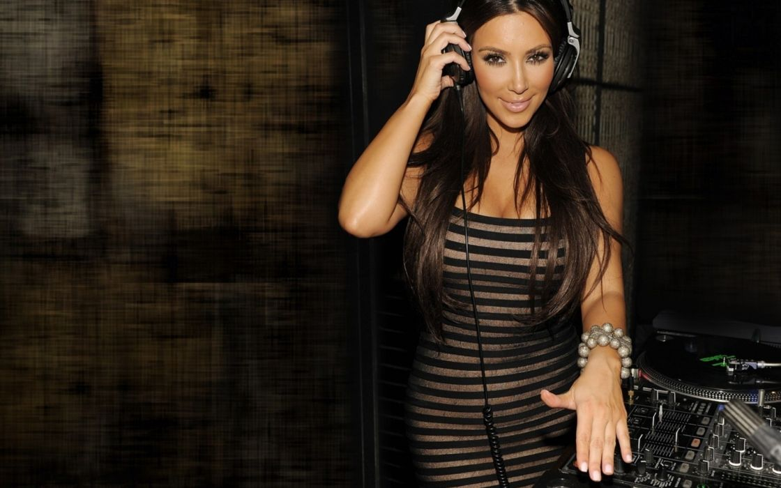 Headphones brunettes women kim kardashian headphones girl dj  wallpaper