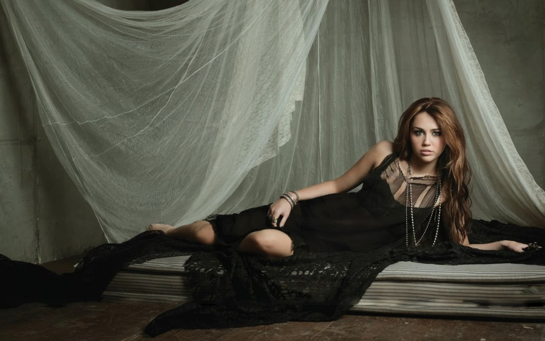 Women miley cyrus celebrity wallpaper