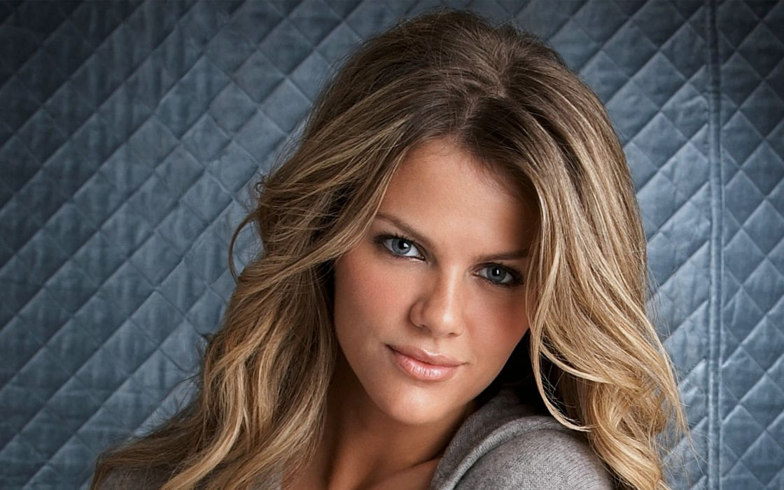 Up models celebrity brooklyn decker faces portraits wallpaper