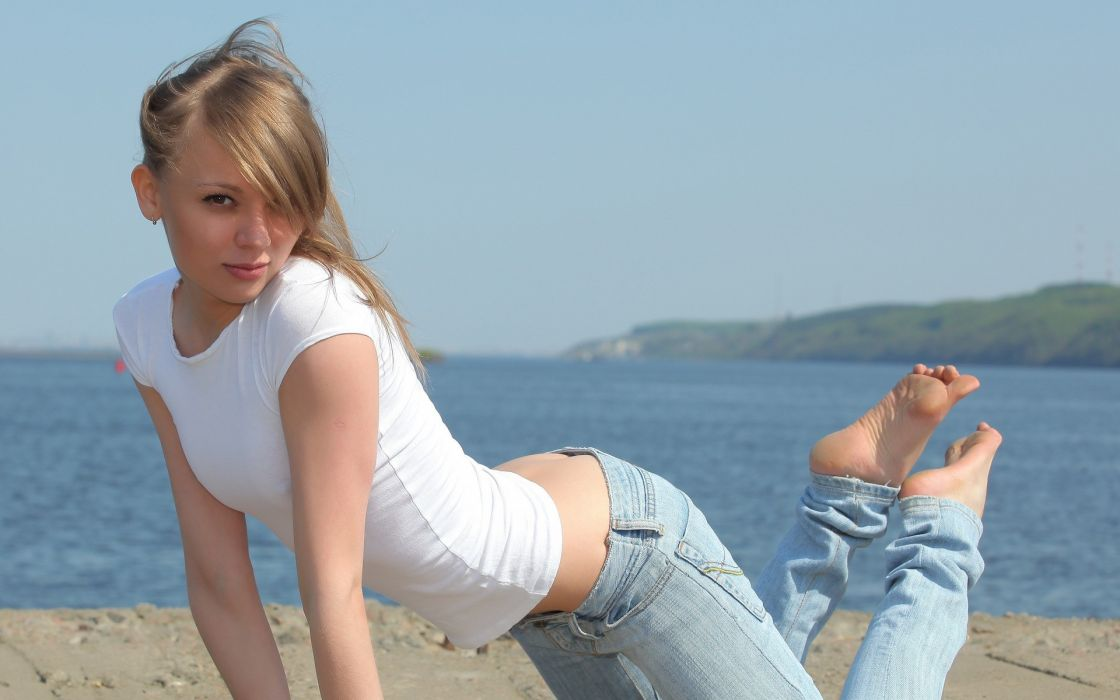 Blondes women beach wallpaper