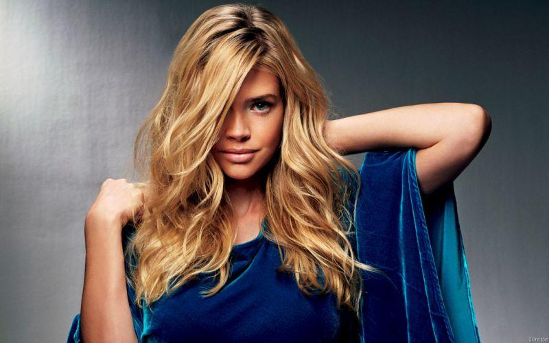 Blondes women denise richards wallpaper