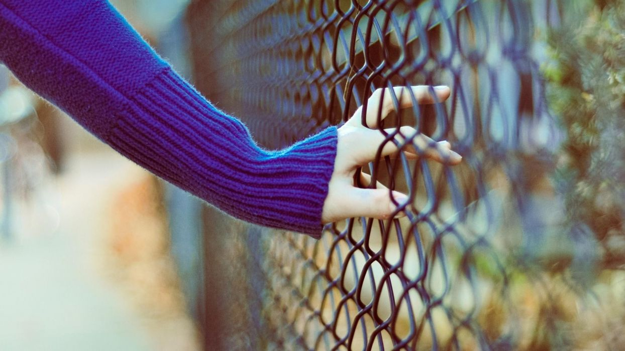 hand_fence wallpaper