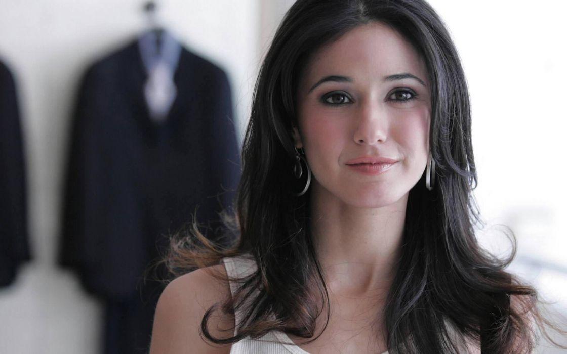 Brunettes women actress emmanuelle chriqui faces blurred wallpaper
