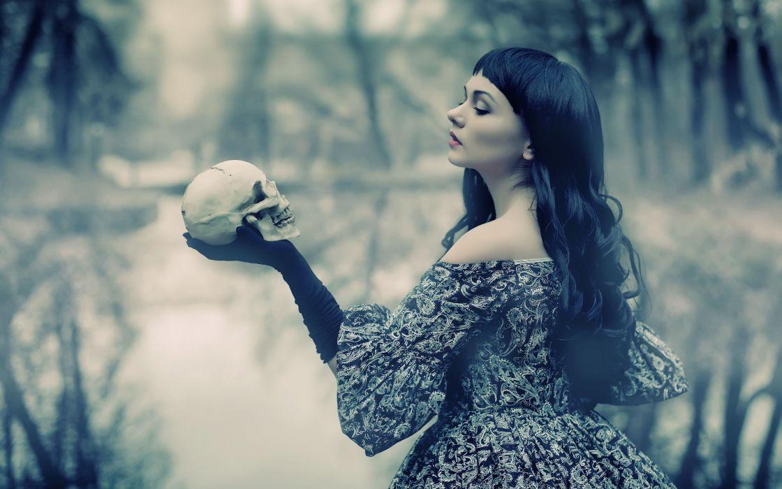 Women skulls back wallpaper