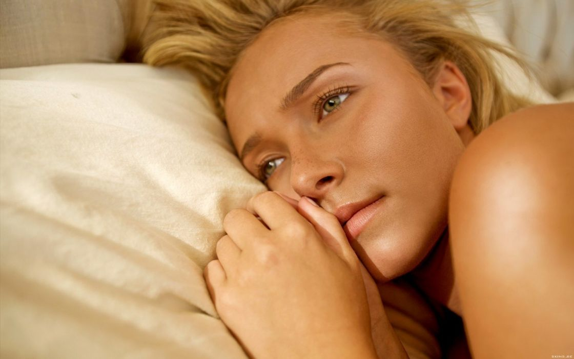 Blondes women actress hayden panettiere celebrity green eyes pillows wallpaper