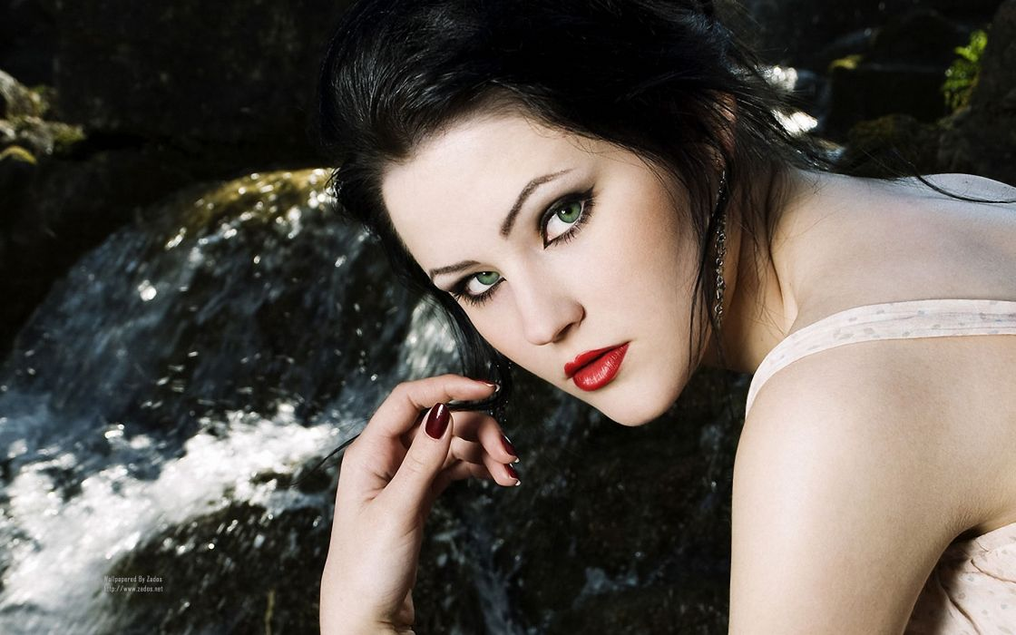 Brunettes women eyes red lips faces red lips penelope mint wallpaper