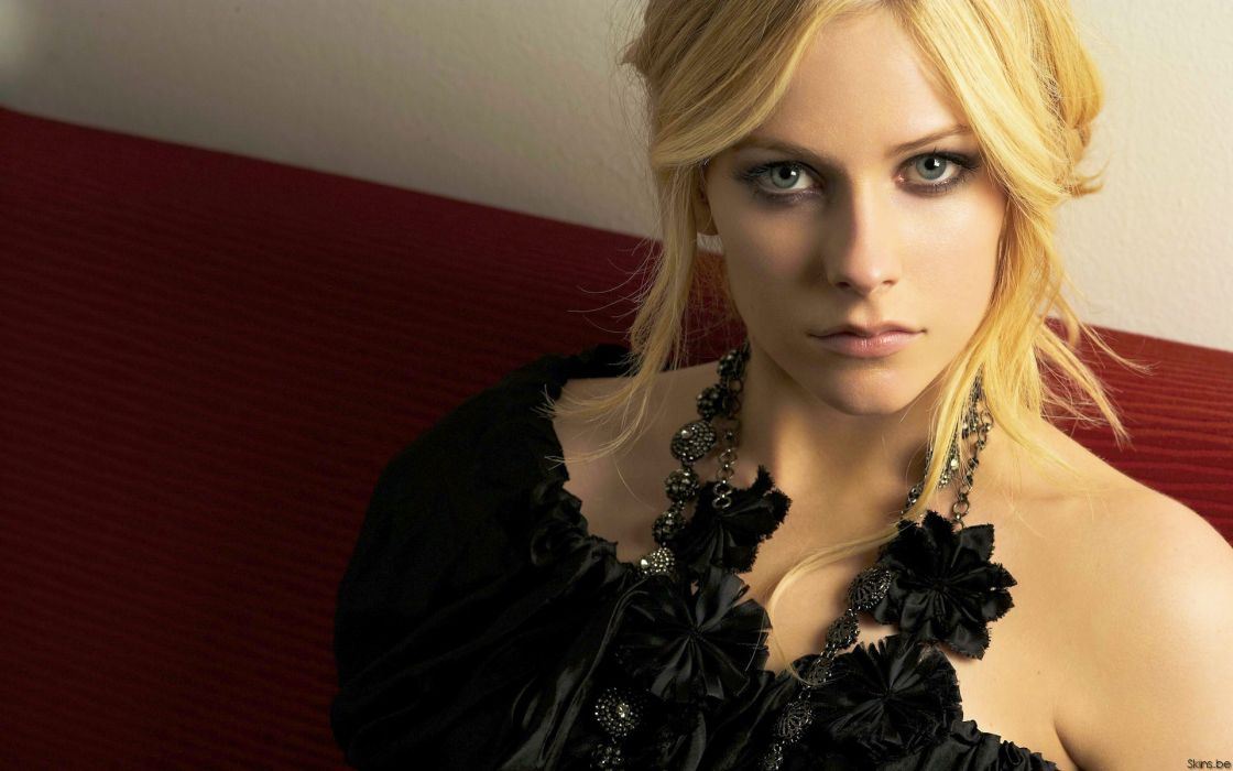 Blondes women avril lavigne singers faces wallpaper