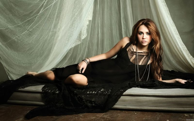 Women miley cyrus celebrity hannah montana wallpaper