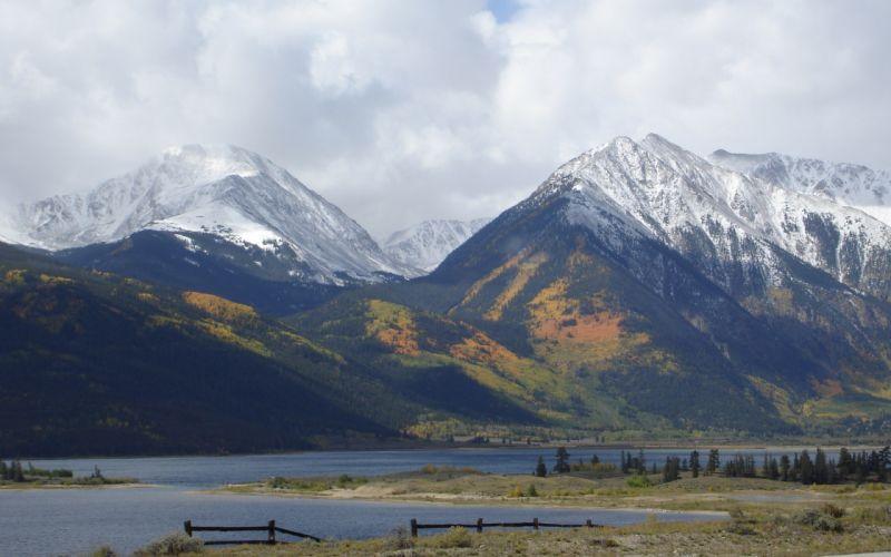 Mountains twin wallpaper