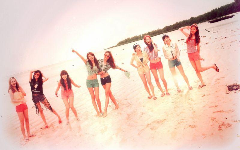 Pop beach girls wallpaper