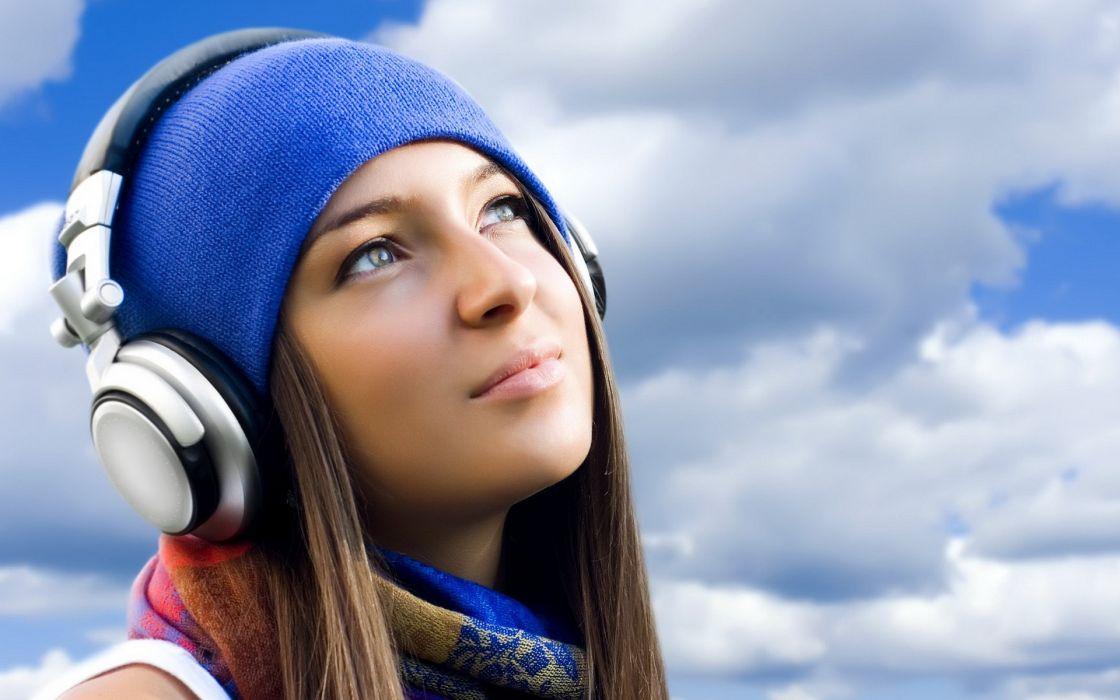 Headphones brunettes headphones girl beanies wallpaper