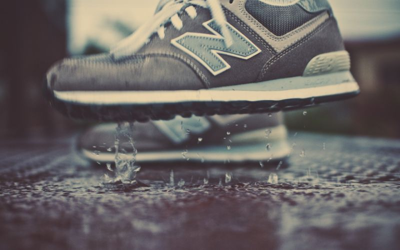Drop shoes wallpaper