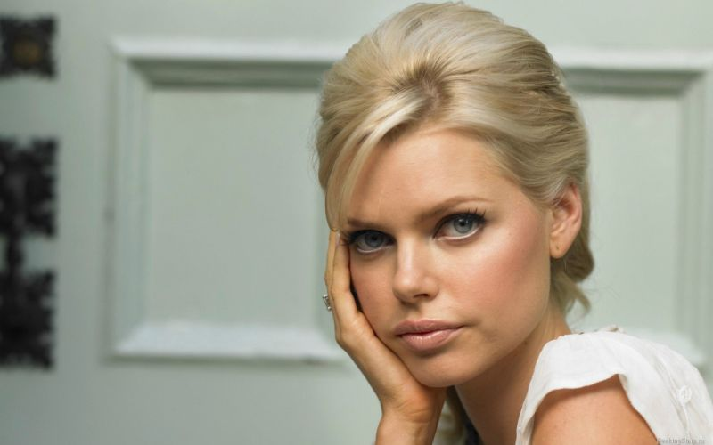 Blondes women models sophie monk faces wallpaper